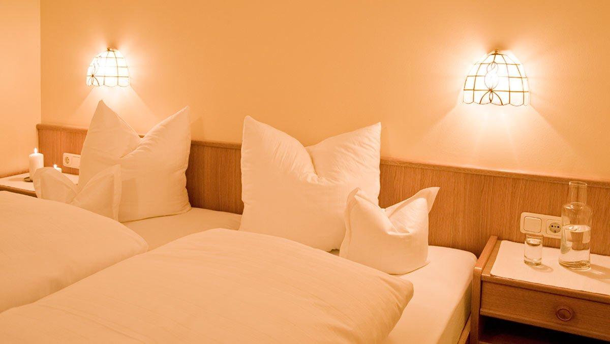 Wohlfühl-Zimmer in Stuben am Arlberg - Winterurlaub in Pension bzw. Hotel-Garni